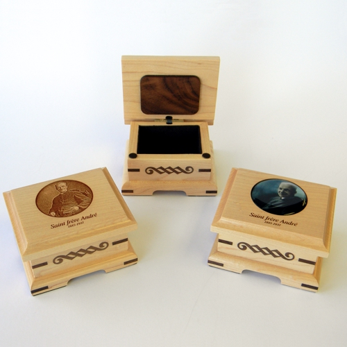 # 15 Chaplet boxes or other in maple wood
